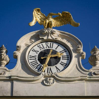 Schloss Schönbrunn, Uhr an der Seitenfront, Wien, 2015