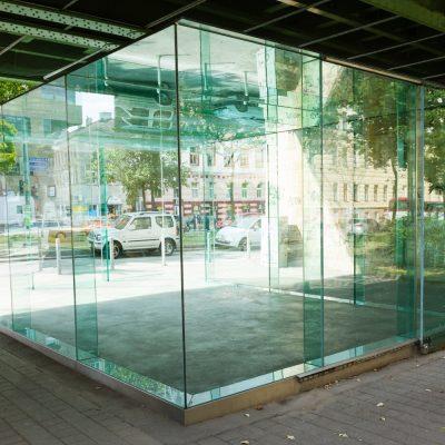 Glaskubus von Valerie Import, Wien, Gürtelbogen 66, errichtet 1999